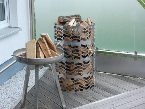 Kaminholzturm,Feuerschale