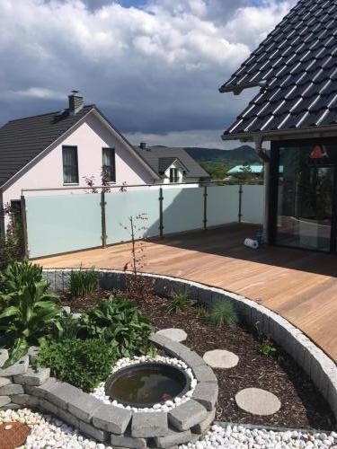 Terrassenbrüstung Edelstahl-Glas satiniert