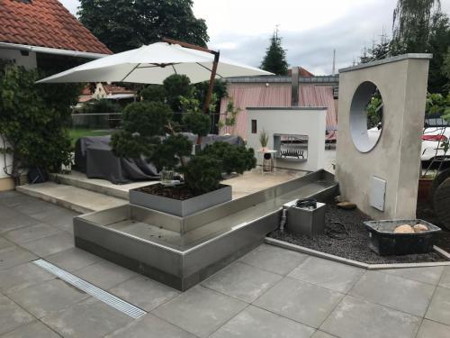 Terrasseneinhausung Glasbri stehend-Edelstahlfischbecken